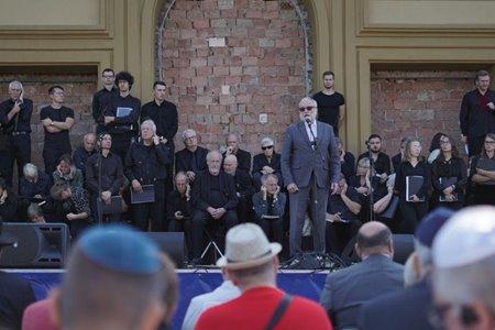 Фотозвіт з траурної церемонії біля будинку «Бейт-Кадишин»